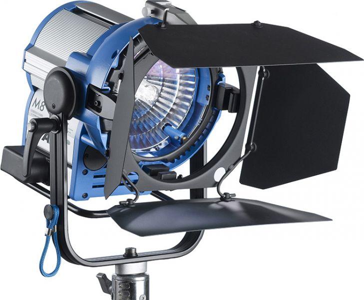 ARRI M8, 800W/SE Tageslicht Scheinwerfer, MAN, VEAM, blau-silber